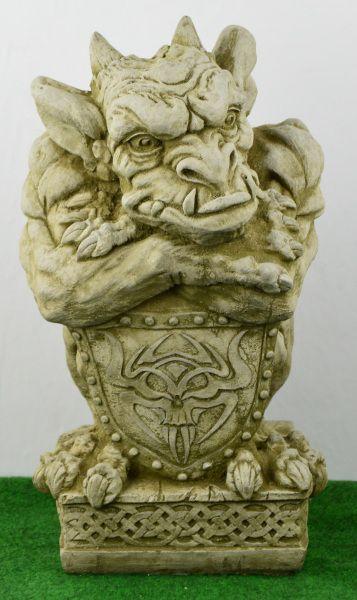 Gargoyle mit Schild