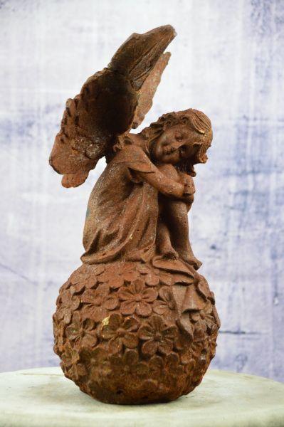 Engel auf Kugel