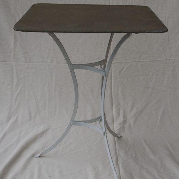 Tisch mit Zinkplatte